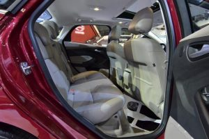 hàng ghế thứ 2 xe ford focus 2017