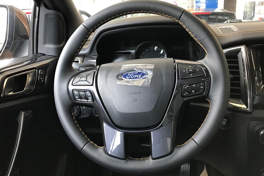 Nội thất Ford Ranger XLS 2.2L 4X2 MT - Hình 4