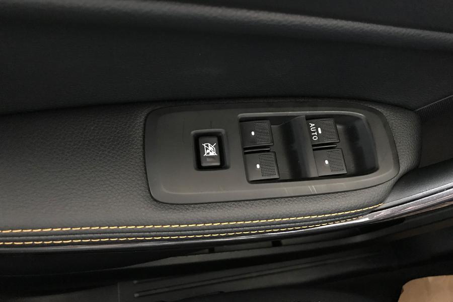 Nội thất Ford Ranger XLS 2.2L 4X2 MT - Hình 8