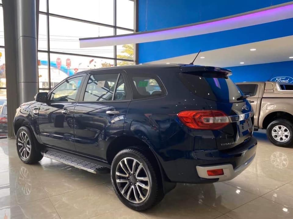 ford-everest-xanh2